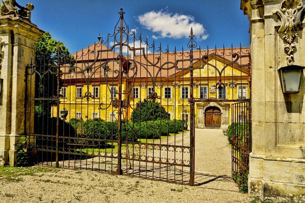 le choix du portail pour sa rénovation de château